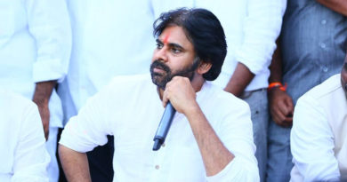 Andhra people being thrashed in Telangana , KCR Counter on Pawan Kalyan Comments, KCR Vs Pawan Kalyan, Pawan Kalyan Fires On KCR, KTR Fires On Pawan Kalyan, KTR counter to Pawan Kalyan, Pawan Kalyan Counter To KTR, Andhra people being thrashed in Telangana, Telanga People