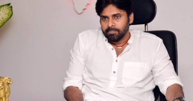 Kathi Mahesh Fires on Pawan Kalyan and Janasena, Kathi Mahesh Fires on Pawan Kalyan, Kathi Mahesh attack on Pawan Kalyan, Kathi Mahesh comments on Pawan Kalyan, Pawan Kalyan fans fire on Kathi Mahesh, Mahesh Kathi Shocking Comments on Pawan kalyan, Manatelugunela, మనతెలుగునేల,